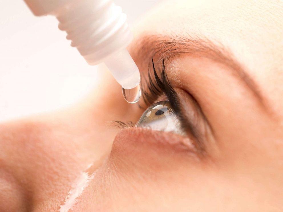 pilt silmatilkade silma panekust